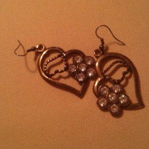 Nwot 3/$13! brass heart earrings rhinestones